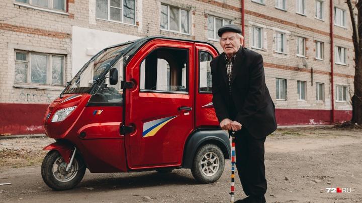 На чем ты ездишь: китайский трицикл, на котором гоняет 83-летний тюменец, стал звездой интернета