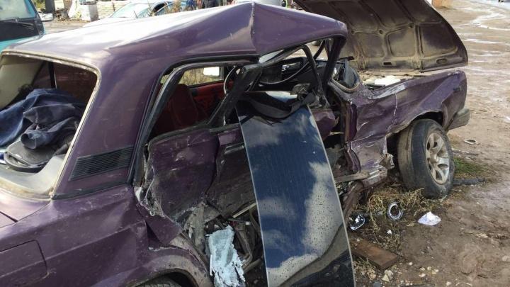 Авто расплющило о столб: водитель «Жигулей» устроил ДТП на Ракитовском шоссе