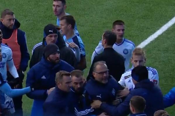 Миодрага Божовича пытались сдержать коллеги