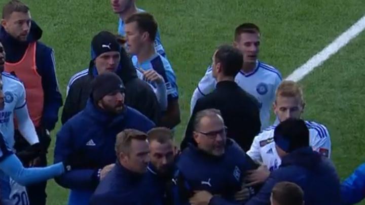 Оскорбил и схватил за грудки: главного тренера «Крыльев Советов» дисквалифицировали на пять матчей
