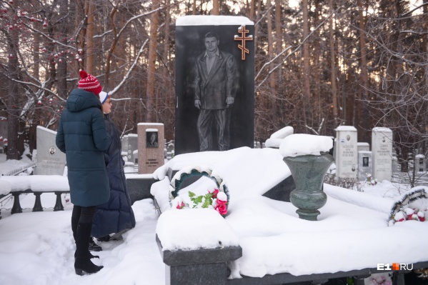 Один из самых роскошных памятников на Широкореченском кладбище — Михаилу Кучину, выходцу из группировки «центровых»