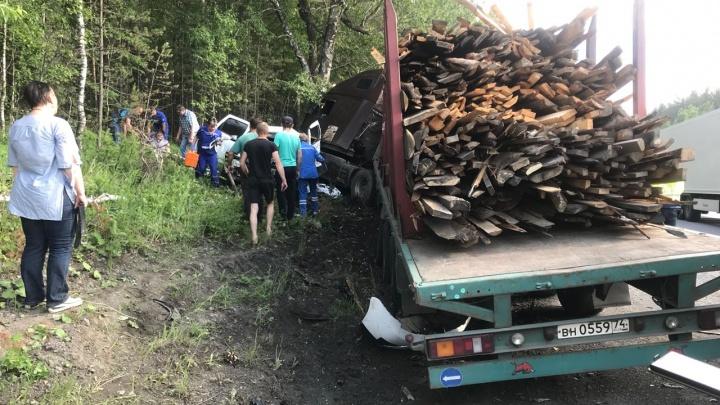 На Южном Урале авария с участием фуры унесла жизни трёх человек