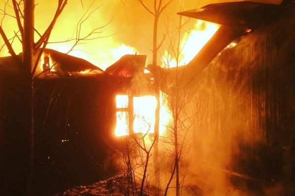 От огня пострадала сауна, она повреждена по всей площади
