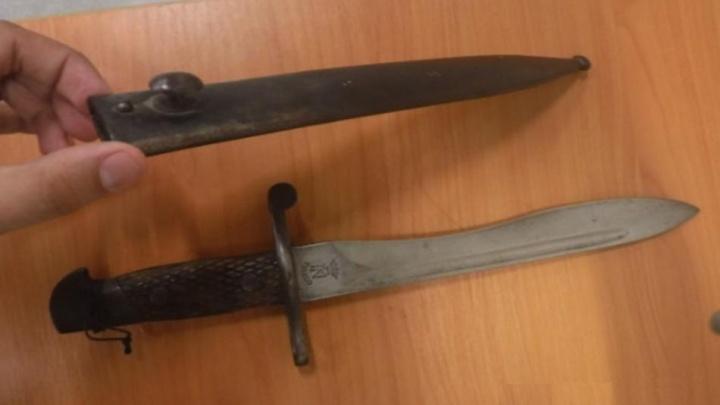 В Платове за контрабанду ножа из компьютерной игры задержали пассажира из Болгарии