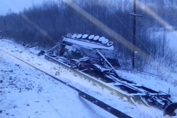 В пресс-службеСвердловской железной дороги рассказали, что при ЧП никто не пострадал