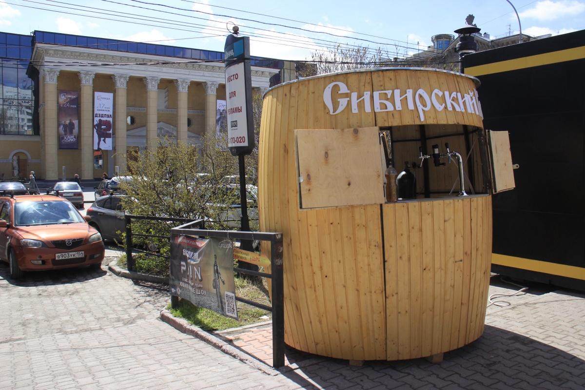 Огромные бочки появились в людных местах по всему городу
