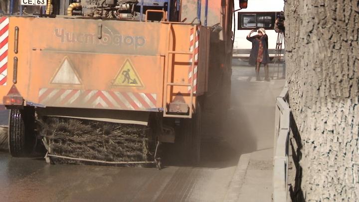 В Самаре начали мыть и пылесосить проезжие части улиц