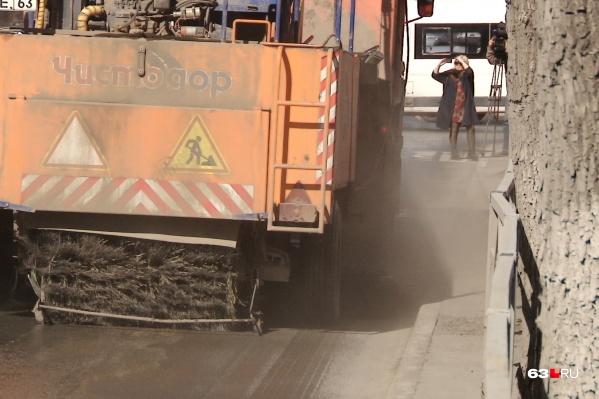 Специалисты говорят, что «Чистодор» эффективнее дорожных пылесосов