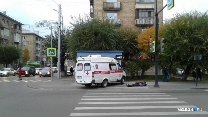При переходе проспекта Мира мужчина погиб от удара головой о тротуар
