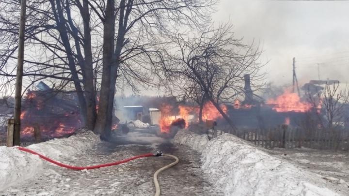 Крупный пожар в Ярославской области: спасатели больше десяти часов боролись с огнём