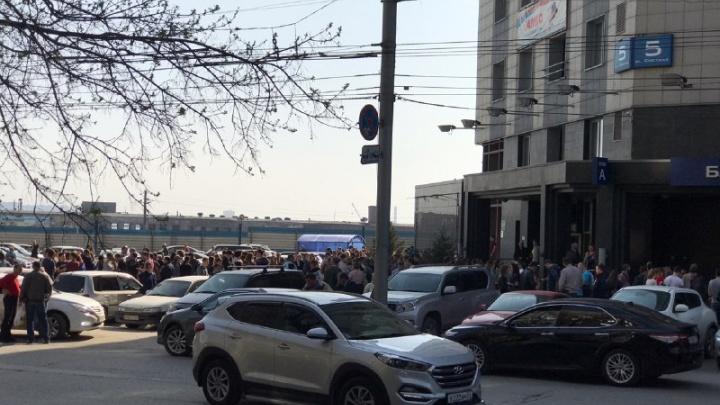 «Просят отойти от здания»: из бизнес-центра на Советской эвакуировали сотрудников и посетителей