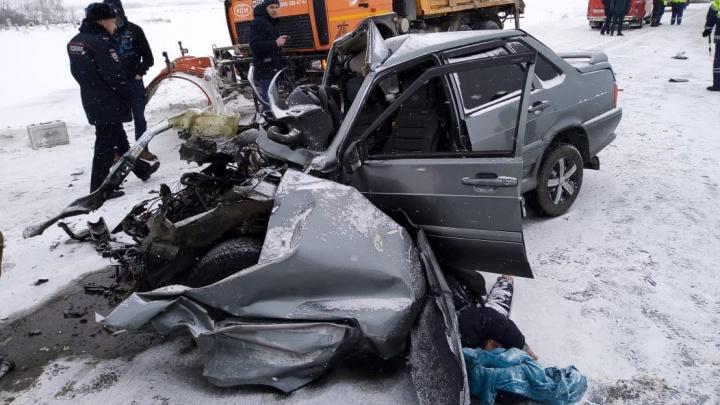 Два человека погибли в лобовом столкновении на федеральной трассе в Челябинской области