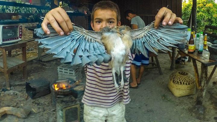 """""""Они едят всё - от насекомых до собак"""": екатеринбуржец снял, как живут дети в разных уголках Азии"""