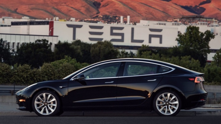 Самую дешёвую Tesla за 2 млн показали живьём
