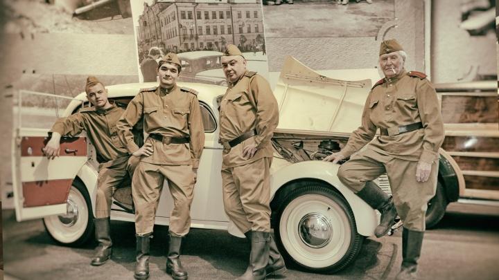 В Музее УГМК реконструировали фотографию военного времени, пригласив одного из ее героев