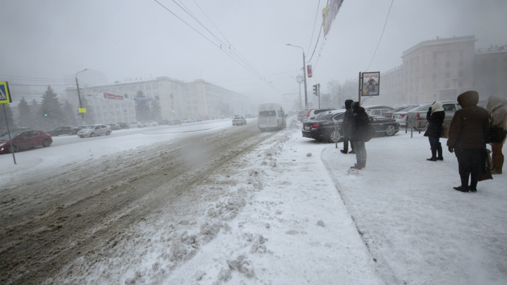 Южноуральцев предупредили о мокром снеге и гололедице на дорогах