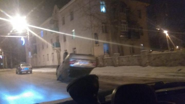 В Башкирии автомобиль опрокинулся на крышу