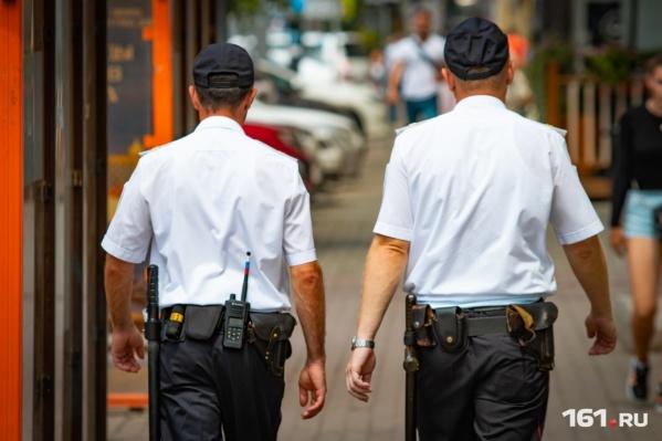 Прохожий вызвал на место происшествия полицию
