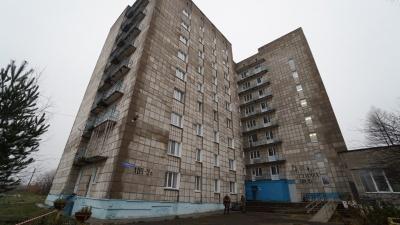 В Перми из окна общежития выпал студент. Его рот был заклеен скотчем
