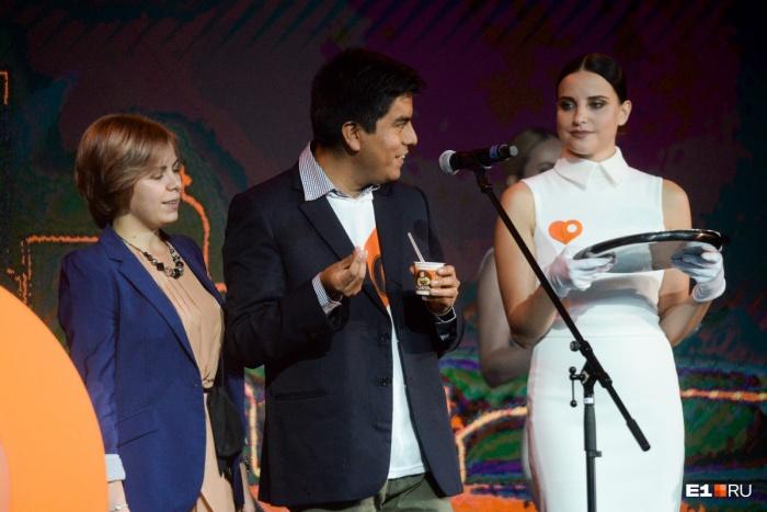 Джованни жил в Екатеринбурге с августа и даже объявлял победителей Народной премии E1.RU