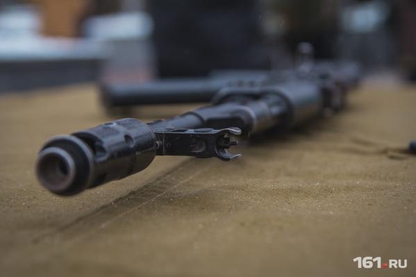 Злоумышленники похитили из дома оружие и боеприпасы
