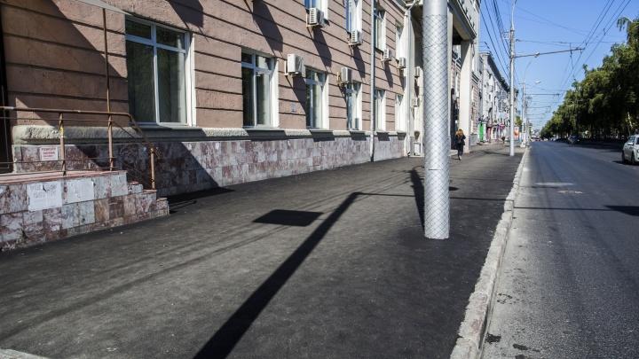 Ещё новее стал: на Красном проспекте заделали свежий асфальт с трещинами