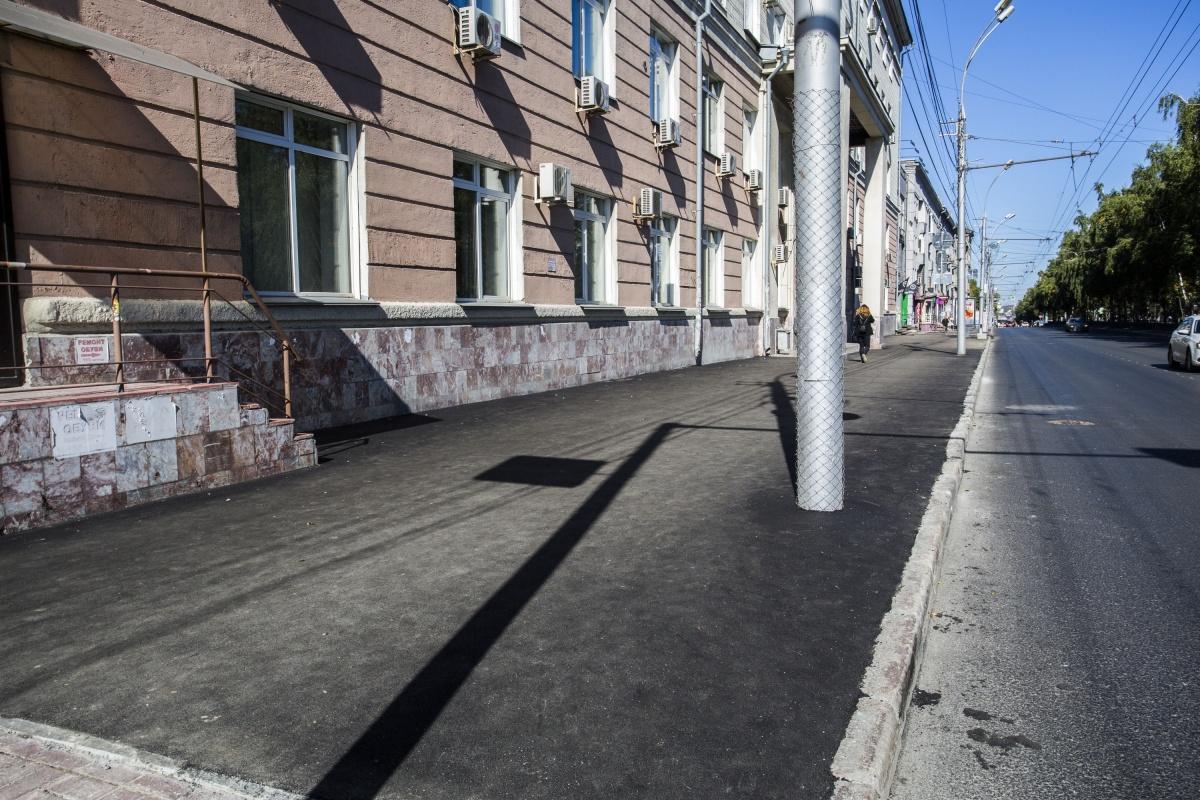 Асфальт отремонтировали на Красном проспекте, 67