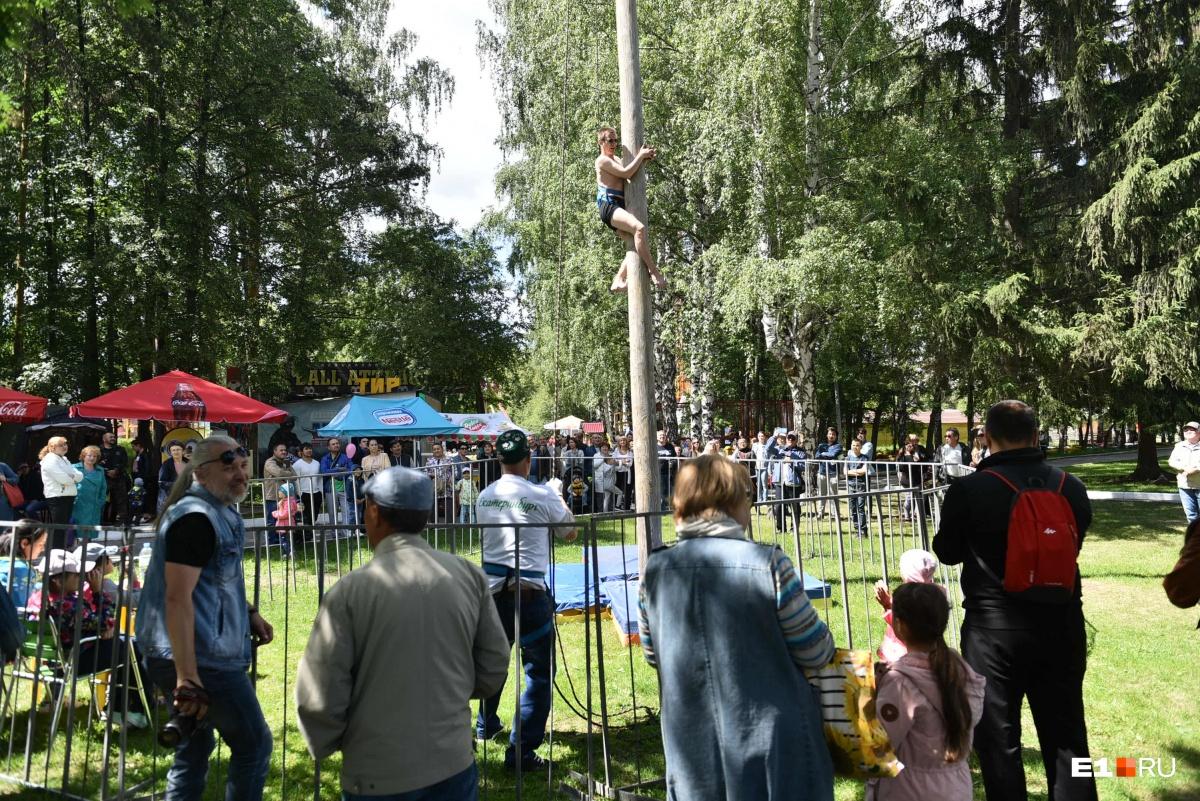 Уральцы залезали на столб