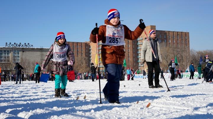 Пятилетние дети пробежали дистанцию на «Лыжне России-2018» в Омске