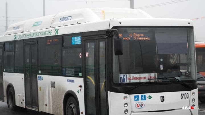 В Ростове КАМАЗ столкнулся с пассажирским автобусом