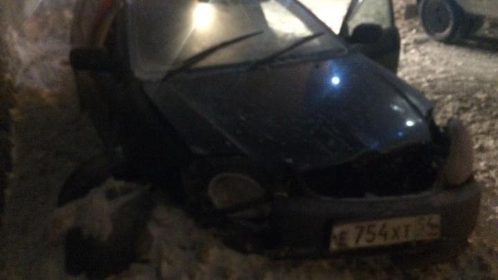 Сорванная ветром крыша убила водителя иномарки