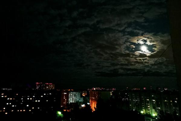 Хорошо, что у нас хоть луна есть — подсвечивает