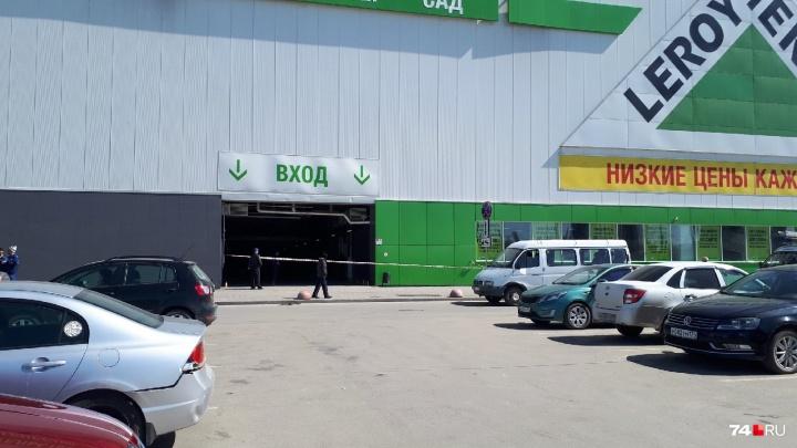«Все куда-то звонят»: из крупного торгового комплекса в Челябинске эвакуировали людей