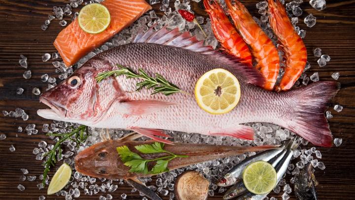 Рыбный день в Омске: крупнейшая сеть магазинов морепродуктов устраивает«Черную пятницу»