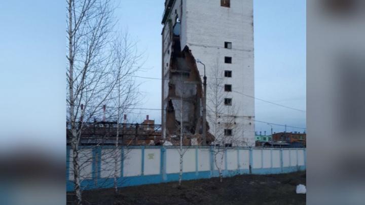 В Стерлитамаке обрушилось здание завода