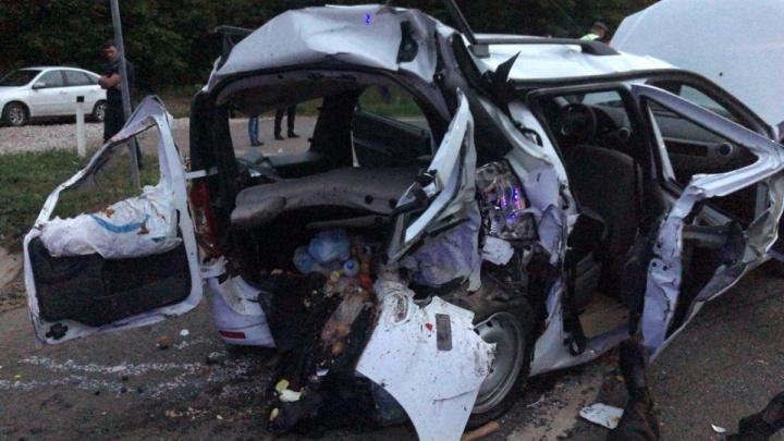 Очевидцы — об аварии на трассе в Башкирии: «Услышали хлопок и бросились на помощь»