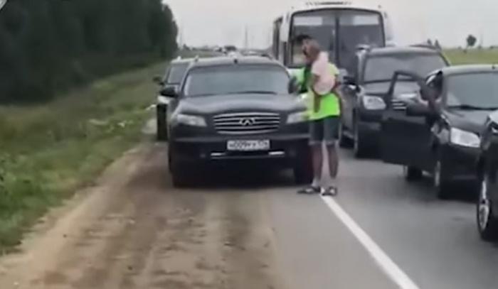 Благодаря видеозаписи инспекторы ГИБДД оперативно нашли водителя Infiniti