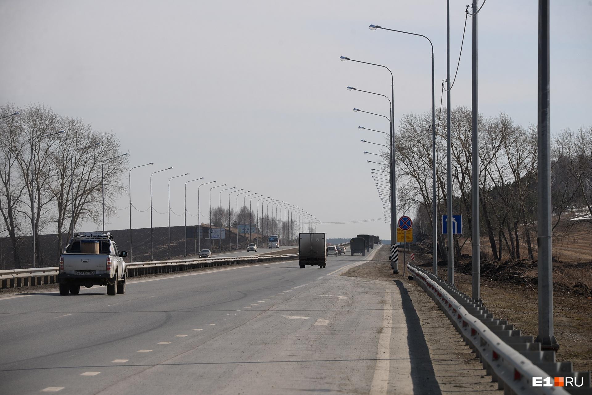 На въезде в Екатеринбург обустроили электрическое освещение