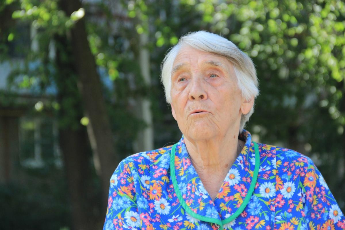 Современным депутатам бабушка желает быть внимательнее к людям