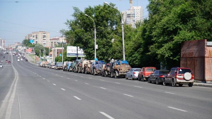 Два десятка ассенизаторских машин устроили бунт на улице Кошурникова