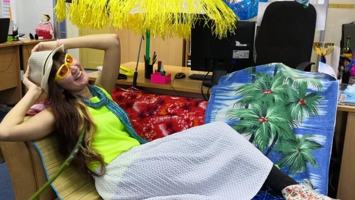 Видео 18+, песня от ГИБДД, привет из девяностых: выбираем лучшее офисное поздравление с 23 Февраля