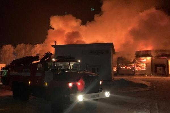 Пожарные справились с огнем за четыре часа