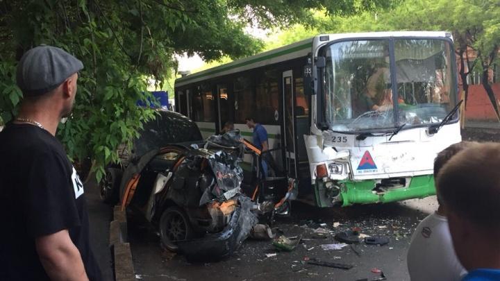 Подробности ДТП на Обороне: в автобусе пострадали женщины, пассажир Toyota погиб до приезда скорой
