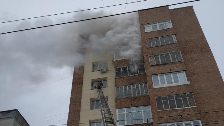 Закоротило электроплитку: в центре Уфы загорелась квартира