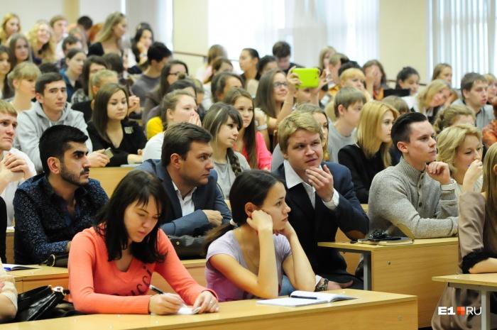 Скоро ходить на лекции будет необязательно — их можно будет изучать в интернете. А общение с преподавателями останется для дискуссий, уверены в некоторых вузах