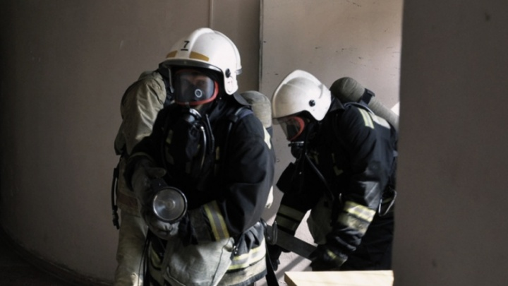 На левобережье пять этажей дома затянуло дымом из-за загоревшейся в квартире сауны