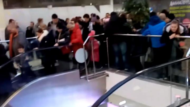 Дорогие призы: из-за чего в ярославском торговом центре устроили давку