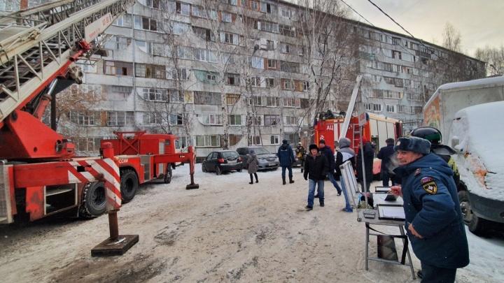 Спасатели спускали детей с верхних этажей. Подробности пожара на Олимпийской