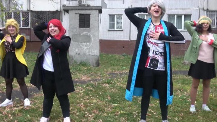 Новосибирцы начали повторять танец за героями клипа с вирусной песней