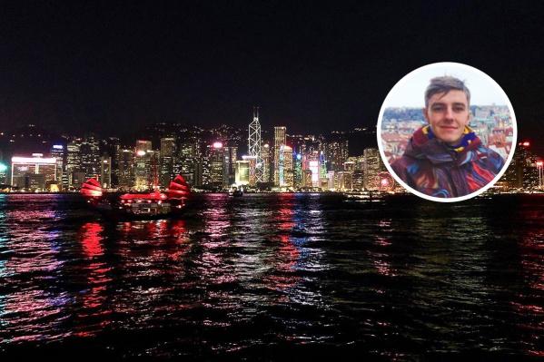 Сейчас Виталий преподает английский язык в Китае